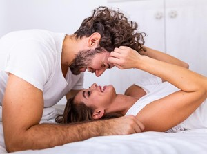 Ketika Pria Tahan Lama Saat Bercinta, Ini yang Sebenarnya Dirasakan Wanita