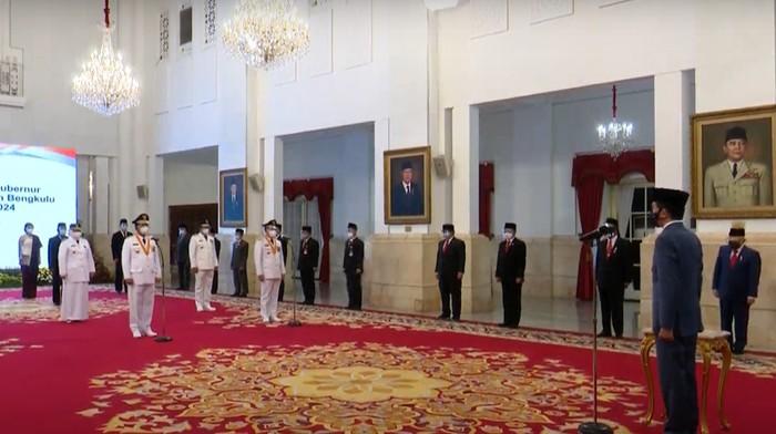Jokowi Lantik 3 Gubernur dan Wakil Gubernur