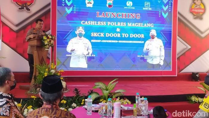 Kapolda Jateng Irjen Ahmad Luthfi meresmikan pelaksanaan 'Cashless dan SKCK Door To Door' di Polres Magelang, Kamis(25/2/2021).