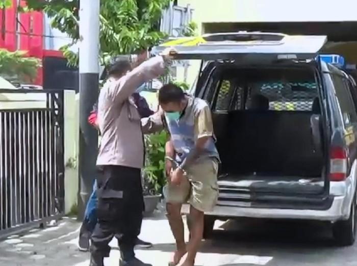 Seorang korban kecelakaan di Tulungagung ditangkap polisi. Sebab, ia membawa dua paket sabu dan diduga sebagai pengedar.