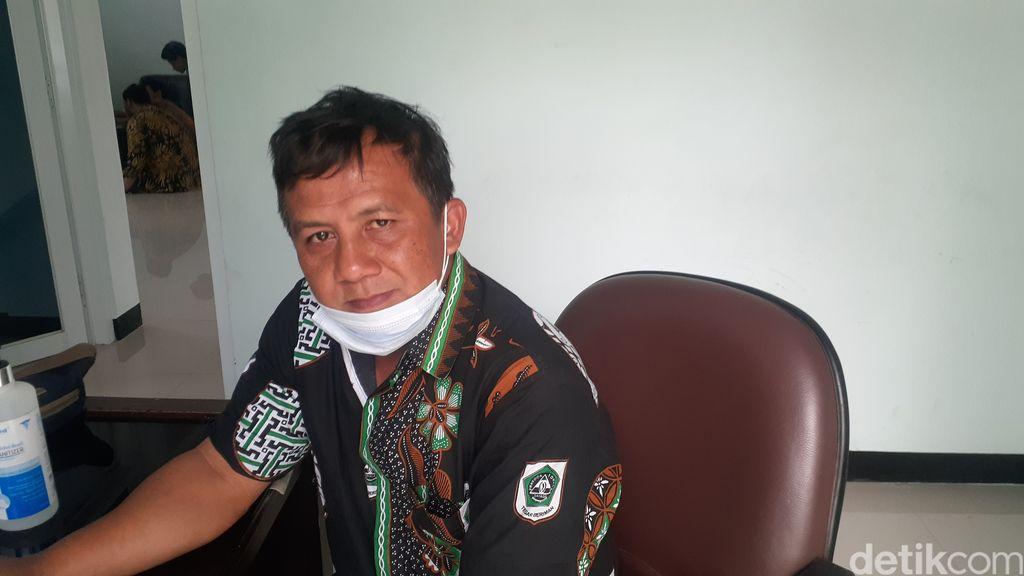 Kepala Sub Bidang Tata Usaha Unit Pelaksana Teknis (UPT) Perbaikan Jalan dan Jembatan Wilayah 1 Dinas Pekerjaan Umum dan Penataan Ruang (PUPR) Kabupaten Bogor, Entus. (Afzal Nur Iman/detikcom)