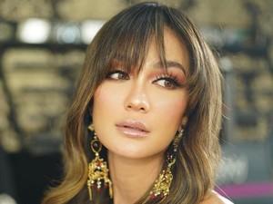 Intip Outfit Luna Maya di Indonesias Next Top Model yang Capai Ratusan Juta