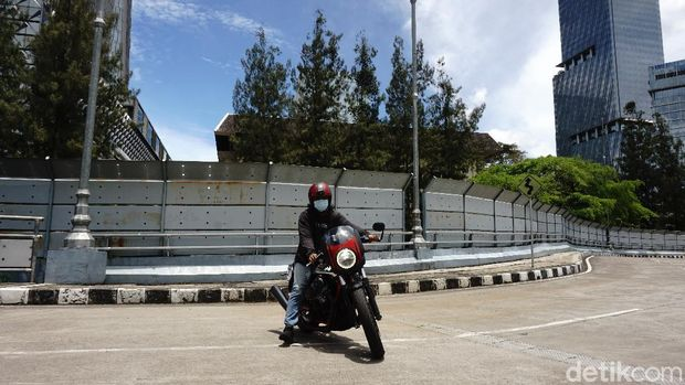 Moto Guzzi V7 III Racer 10th Anniversary