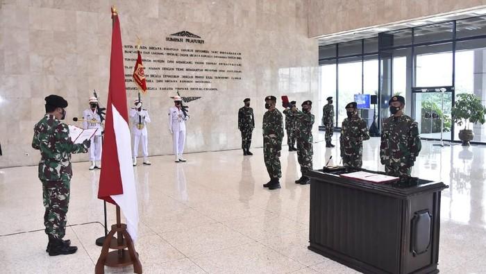 Panglima TNI Marsekal Hadi Tjahjanto memimpin upacara sertijab Pangkogabwilhan III dan Dandenma Mabes TNI