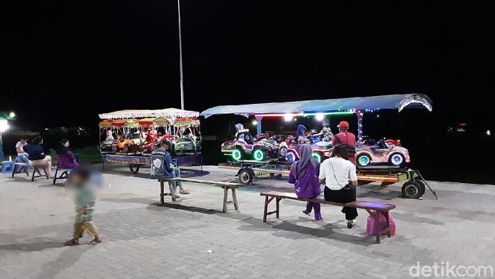 Pasar malam di eks RSUD Datoe Binangkang Kotamobagu ramai dikunjungi (Trisno Mais/detikcom)