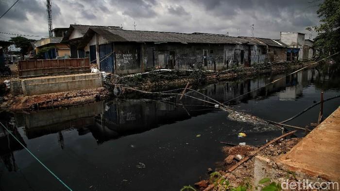 Pembangunan jembatan Kali Betik di kawasan Tanah Merah, Rawa Badak Selatan, Jakarta Utara tertunda imbas pandemi COVID-19 yang merebak.