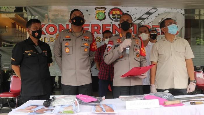 Polres Kota Tangerang Merilis Pelaku Penyiraman Air Keras di Cipondoh