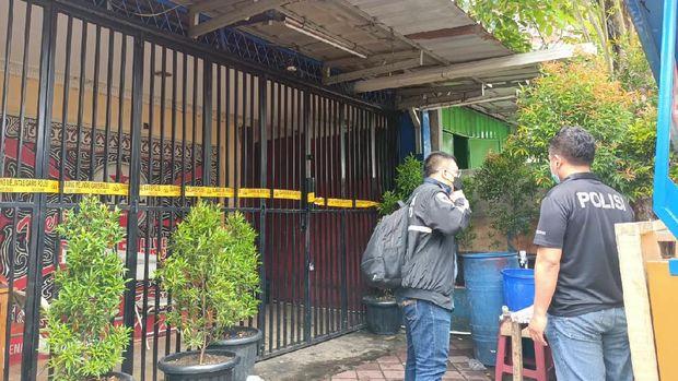Proses olah TKP oleh Tim Inafis Polda Metro di lokasi penembakan di Cengkareng, Kamis (25/2/2021).