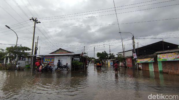 Salah satu titik banjir di Kota Semarang, Kamis (25/2/2021).