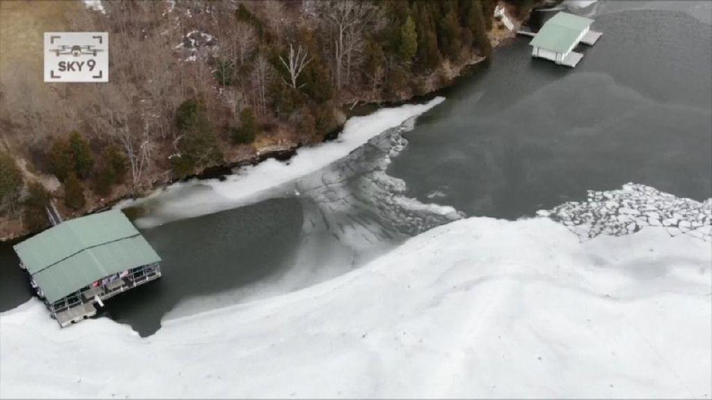 Seorang Gadis Meninggal Usai Jatuh di Danau Beku di Ohio