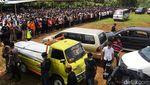 Suasana Salat Jenazah dan Pemakaman Pimpinan MTA Ahmad Sukina