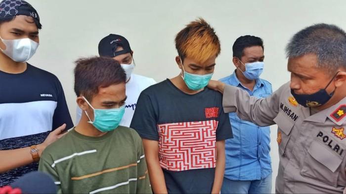 Todong Warga Pakai Pistol Mainan, Dua Residivis di Sumsel Ditangkap (Foto: Prima/detikcom)