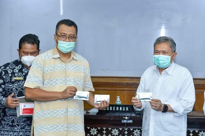 Universitas Mataram (Unram) bersama dengan Laboratorium (Lab) Hepatika Bumi Gora menciptakan alat Rapid Test Antigen yang dilabeli dengan nama Enram.