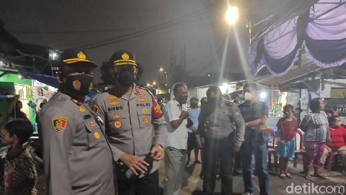 Wakapolres Metro Jakarta Barat AKBP Bismo Teguh di rumah duka korban penembakan Bripka CS (Azhar/detikcom)