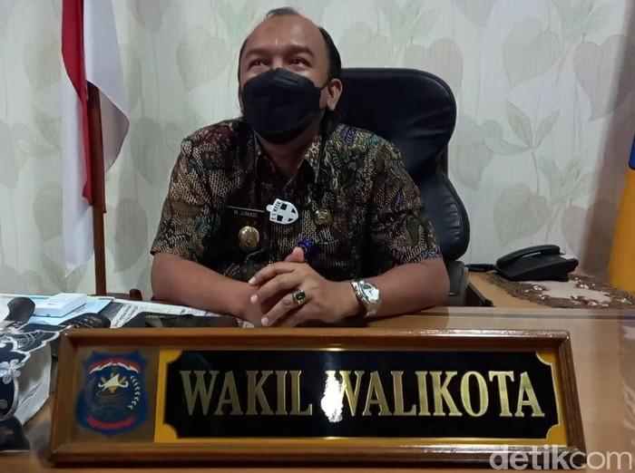 wakil wali kota tegal, m jumadi, di ruang kerjja setelah kembali dibuka, 25/2/2021