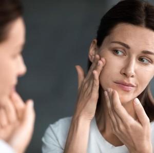 Perawatan Bekas Jerawat, Ini 9 Kandungan Skincare yang Ampuh