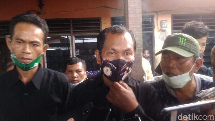 Bapak Fery Saut Simatupang buka suara soal anaknya jadi korban penembakan di RM Cafe Cengkareng. (Datuk Haris Molana/detikcom)
