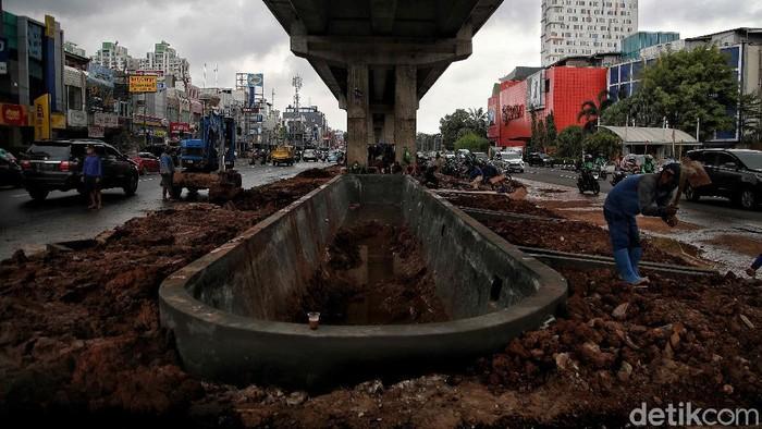 Sejumlah upaya dilakukan untuk mengatasi banjir di Ibu Kota Jakarta. Salah satunya dengan membangun kolam olakan di kawasan Kelapa Gading, Jakarta Utara.
