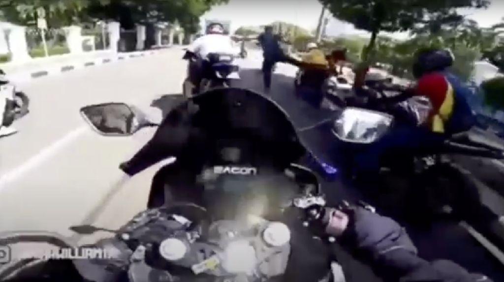 Polisi Buru Pemotor yang Viral Terobos Ring 1-Ditendang Paspampres