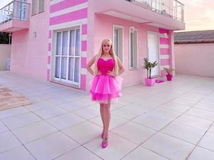 Terobsesi Warna Pink, Wanita Ini Rogoh Rp 1,3 M untuk Hidup Seperti Barbie