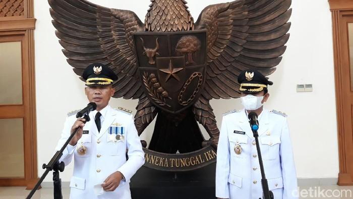 Bupati Gunungkidul Sunaryanta dan Wakilnya Heri Susanto saat dilantik di Kompleks Kantor Gubernur DIY , Jumat (26/2/2021)