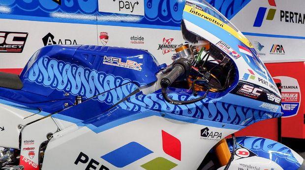 Corak batik di motor Pertamina Mandalika SAG Racing Team