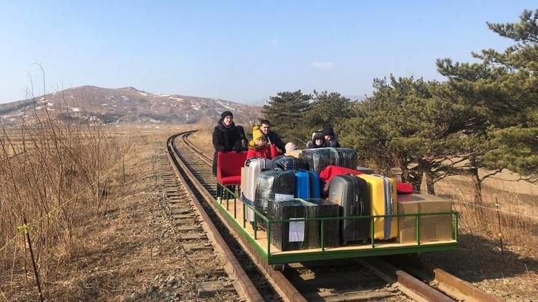 Diplomat Rusia Pulang dari Korea Utara Naik Kereta Troli