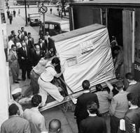 Foto-foto berikut ini menampilkan betapa pesatnya kemajuan teknologi. Dalam 50 tahun terakhir, ada begitu banyak teknologi baru yang membuat kehidupan menjadi lebih mudah untuk dijalani.