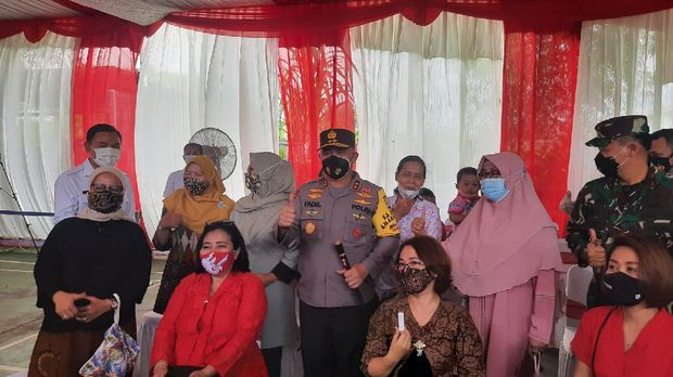 Kapolda Metro Jaya Irjen Fadil Imran Kunjungi Kampung Tangguh di 15 Kelurahan Bojong Nangka, Kelapa Dua, Kabupaten Tangerang, Jumat (26/2/2021).