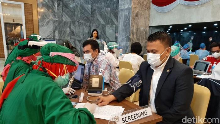 Ketua DPP PKS Mardani Ali Sera jalani vaksinasi di Gedung DPR RI (Dok. Mardani Ali Sera)