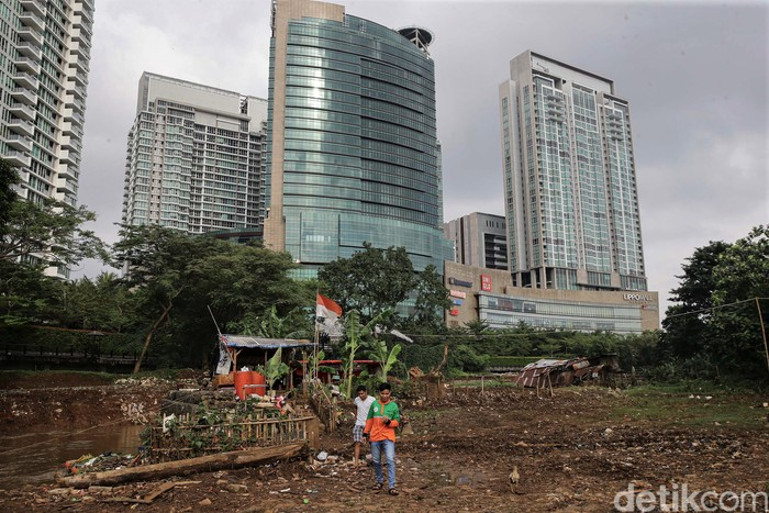 Banjir Jakarta tuai sorotan dari berbagai pihak, salah satunya Wakil Presiden Jusuf Kalla. Ia soroti pembangunan mal yang disebut jadi penyebab banjir di Kemang
