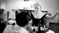 Marilyn Monroe yang Tersohor Cantik dan Seksi Ternyata Jago Masak