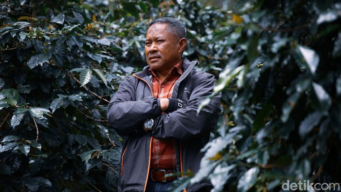 Usai tembus pasar Asia, Kopi Malabar kini membidik pasar Eropa. Yuk berkenalan dengan Pendiri Kopi Malabar Indonesia, Supriatnadinuri atau biasa dikenal H Nuri.