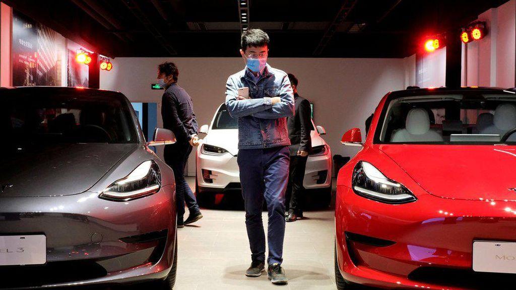Mobil Tesla Model 3 di China Kalah Laris dari Hong Guang Mini