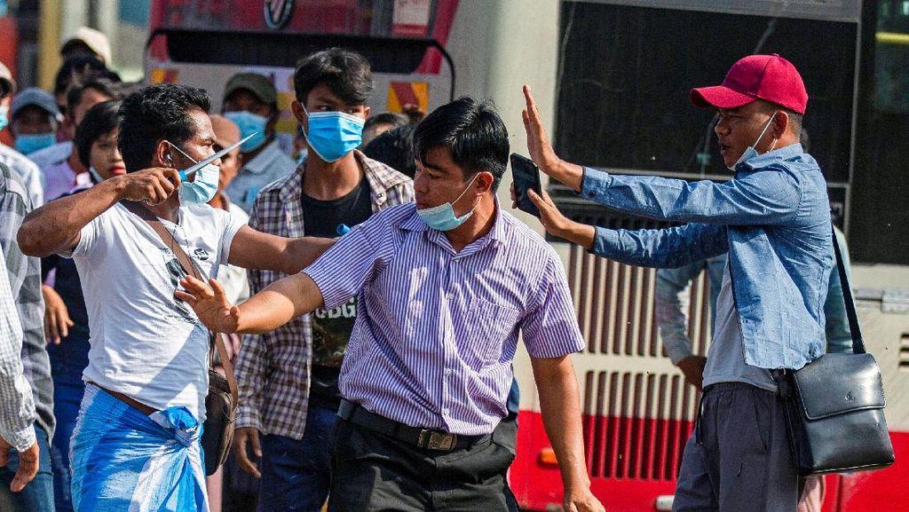 Muncul Massa Tandingan Memprovokasi Demo Warga Sipil di Myanmar