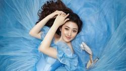 5 Potret Cantik Natasha Wilona Bergaya Ala Cinderella