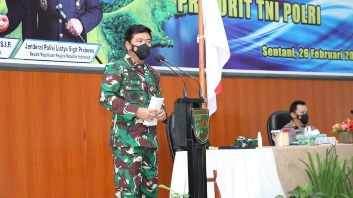 Panglima TNI Marsekal Hadi Tjahjanto di Batalyon Infanteri Raider 751/Vira Jaya Sakti, Jayapura, Papua