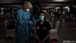 Para pemuka Agama akan mendapat suntikan vaksin COVID-19. Hari ini para pemuka gama Islam yang mendapat giliran vaksinasi Corona.