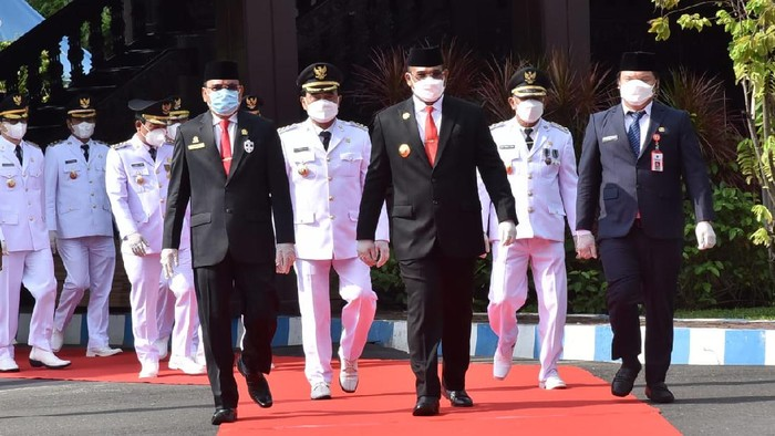 Pj Gubernur Kalsel Lantik 5 Kepala Daerah Terpilih (Foto: Risanta/detikcom)