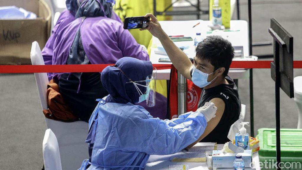 Ribuan Pekerja Media Disuntik Vaksin COVID-19