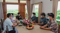 Sandiaga Uno Berupaya Selamatkan Pramuwisata di Bali