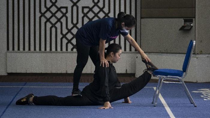 Pandemi COVID-19 tak surutkan semangat atlet wushu Indonesia. Mereka terus berlatih untuk mempersiapkan diri berlaga di ajang kejuaraan wushu.