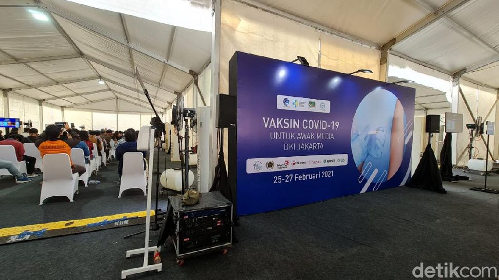 Potret Suasana Vaksinasi Corona untuk Wartawan di Senayan