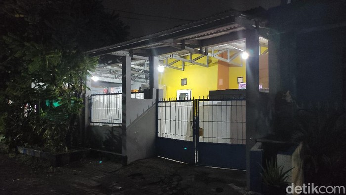 Terduga teroris yang ditangkap Densus 88 Antiteror di Sidoarjo mencapai lima orang. Empat orang merupakan warga Kecamatan Candi dan satu lagi warga Buduran.
