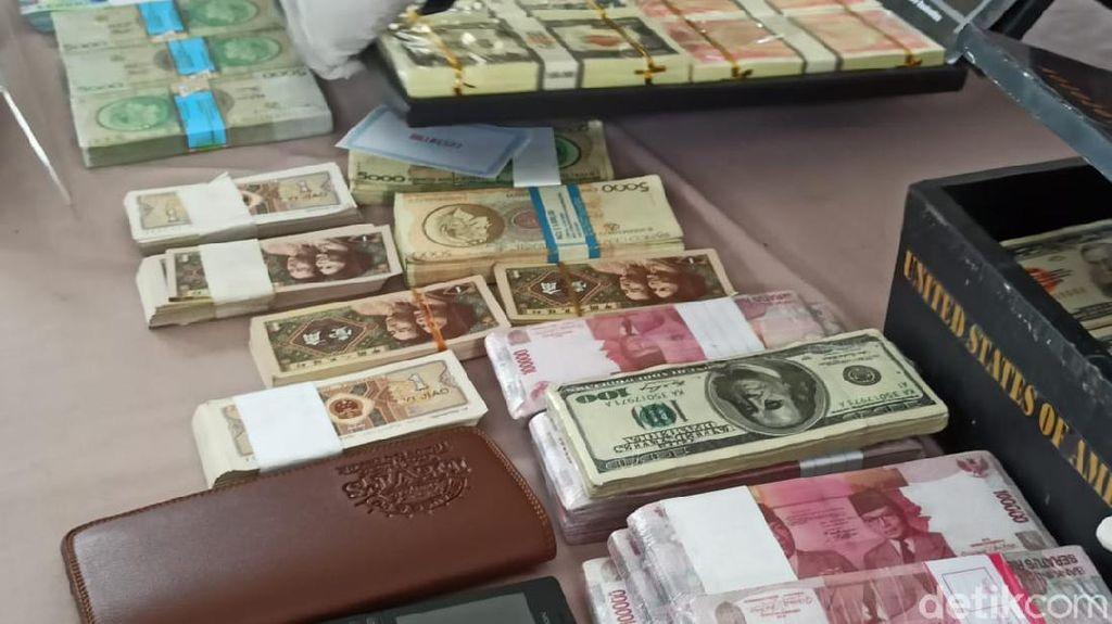 Polisi Gagalkan Sindikat Pengedar Uang Asing Palsu Rp 2,8 T di Banyuwangi
