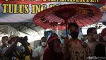 Usai Dilantik, Gibran Kunjungi Pasar Gede
