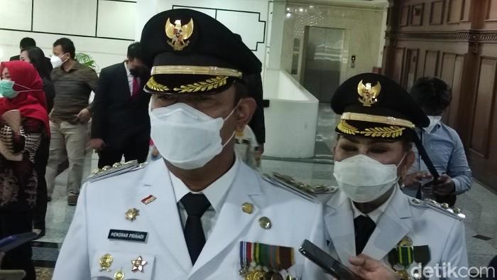 Wali Kota Semarang Hendrar Prihadi  dan Wakilnya Hevearita Gunaryanti Rahayu usai pelantikan periode kedua di Semarang, Jumat (26/2/2021).
