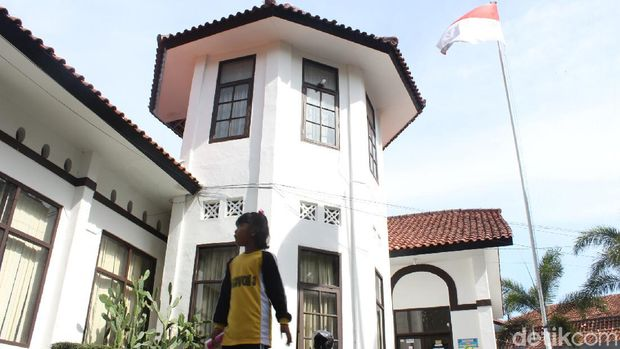 Kantor camat di Garut tempati bangunan peninggalan zaman Belanda.