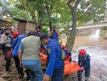 Damkar Evakuasi Mayat Pria di Kali Pesanggrahan Jaksel