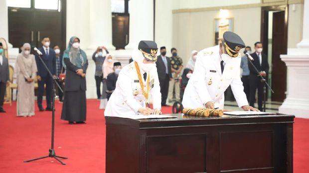 Gubernur Banten Wahidin Halim melantim dua kepala daerah hasil Pilkada 2020. Ist